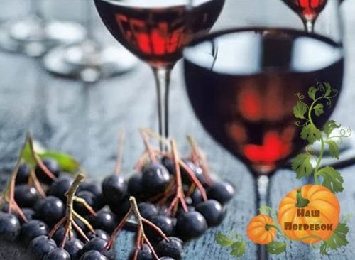 vino s vishnevymi list'jami i rjabinoj