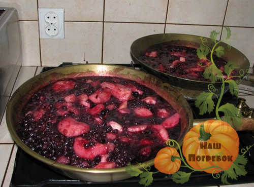 chernoplodka-varene-assorti