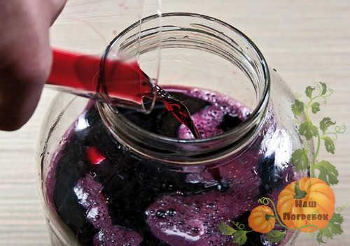 dobavlenie-vtorogo-soka-v-vino-iz-chernoplodki