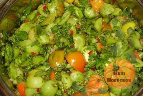 narezka-salata-iz-zelenyh-pomidorov-na-zimu