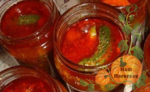 ogurcov-s-tomatnoj-pastoj-na-zimu