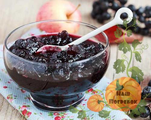 varene-iz-chernoplodnoj-ryabiny-na-zimu-prostoj-recept