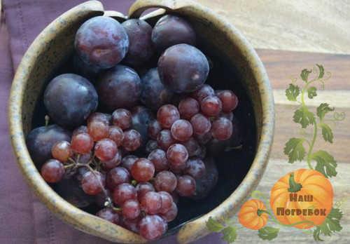 vinograd-i-slivy-dlya-kompota