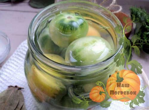 zalivka-marinadom-zelenyh-pomidorov