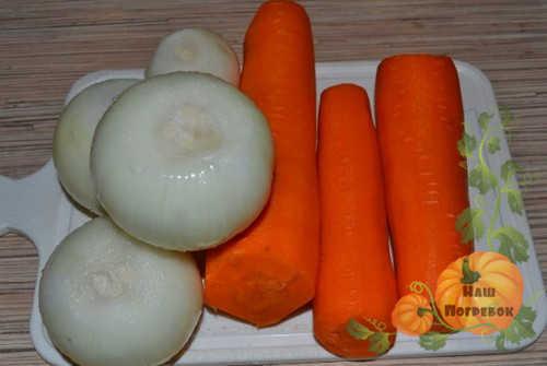 morkov-i-luk-dlya-salata-s-ogurcami