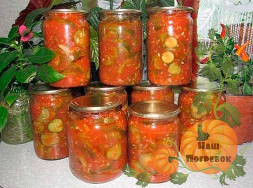 ogurcy-kolechkami-v-tomate
