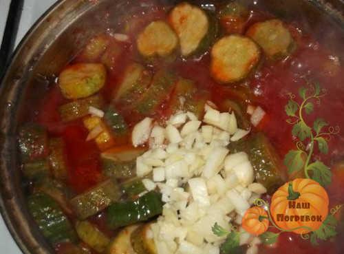varka-ogurcov-v-tomatnom-soke