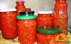adzhika-varenaya-na-zimu-iz-pomidor-i-perca-s-chesnokom-recept