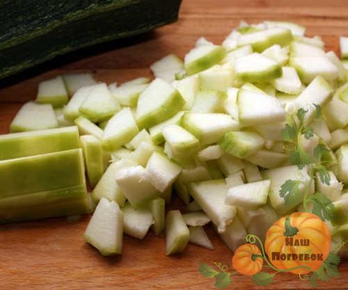 kabachki-dlya-salata-kubikami