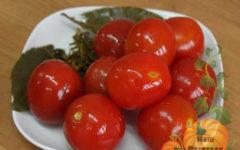 kvashenye-pomidory-na-zimu-v-kastryule-vedre-bankah