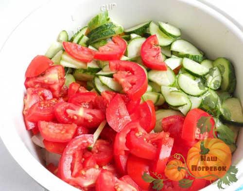 ogurcy-i-pomidory-lomtikami