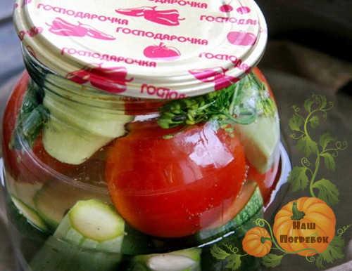 sterilizaciya-kabachkov-s-pomidorami