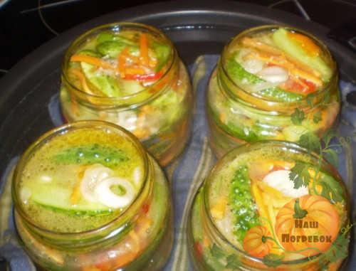 sterilizaciya-salata-s-ogurcami-i-pomidorami
