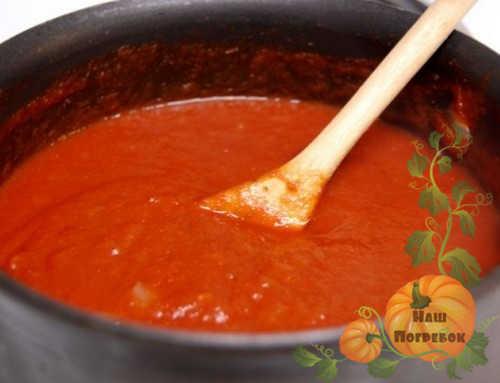 tomatnyj-sous-v-kastryule