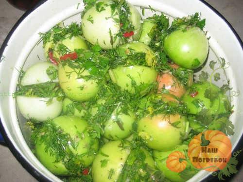 zelenye-farshirovannye-pomidory-v-kastryule