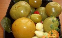 zelenye-kvashenye-pomidory-na-zimu-v-bankah-vedre-kastryule