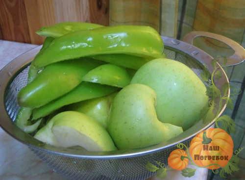 zelenye-pomidory-i-yabloki