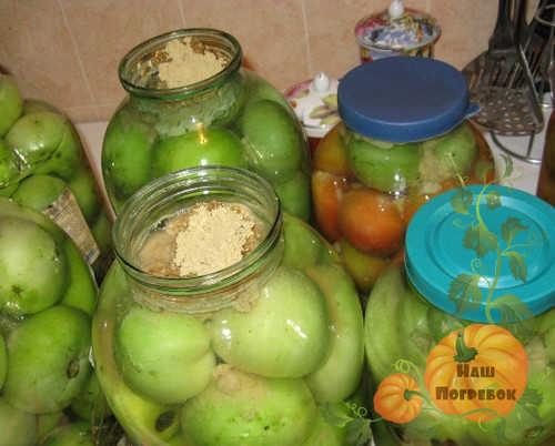 zelenye-pomidory-s-gorchicej