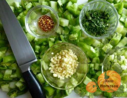 zelenye-pomidory-s-pripravami