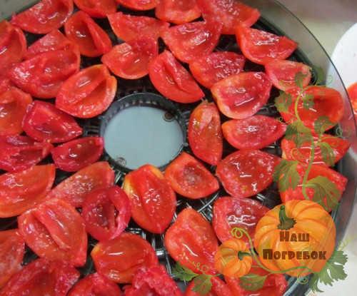 kak-prigotovit-v-domashnih-usloviyah-vyalenye-pomidory-v-sushilke-na-zimu