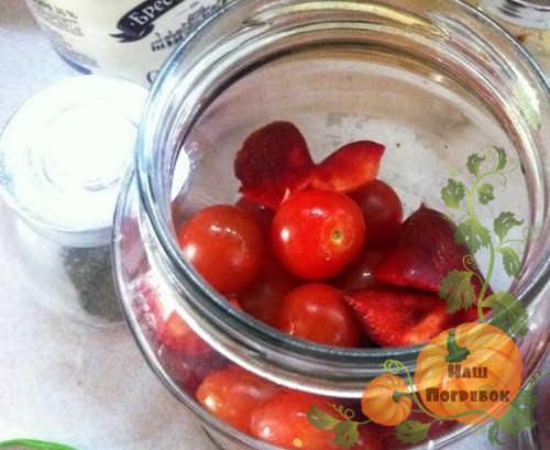 pomidory-cherri-v-banke