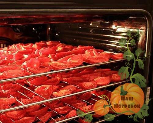 vyalenye-pomidory-na-reshetkah-v-duhovke