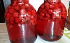 Luchshie-recepty-kompota-iz-klubniki-na-zimu.-Zarjadis'-vitaminami-zimoj