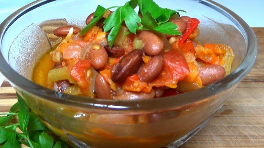 s-fasolyu-v-tomate