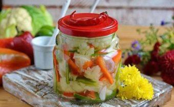 salaty-iz-cvetnoj-kapusty-na-zimu-prostye-i-vkusnye-recepty
