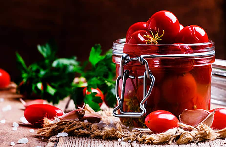 sladkie-pomidory-s-medom-na-zimu-recepty-v-litrovyh-i-3-l-bankah